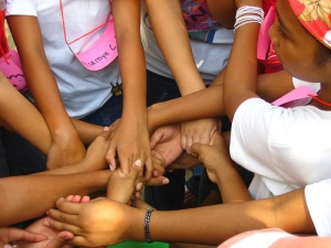 Making a human knot